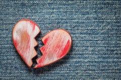 Nieociosany Czerwony z?amane serce obrazy stock