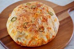 Nieociosany domowej roboty cheddaru jalapeno chleb obraz stock