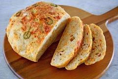 Nieociosany domowej roboty jalapeño cheddaru chleb obrazy stock