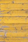 Nieociosany drewniany stary flaked kolor żółty malująca tekstura wyklepany ściana wzór zdjęcie royalty free