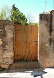 Nieociosany drzwi w antycznym miasteczku i domu obraz royalty free