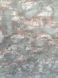 Nieociosany grungy ściana z cegieł z cementem obraz royalty free