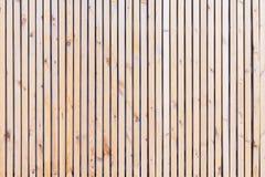 Nieociosany naturalny drewniany vertical zaszaluje z pęknięciami, narysy dla naturalnego projekta, wzory, extured tło z przestrze Zdjęcia Royalty Free