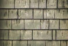 Nieociosany szorstki drewniany gontu tło z zielonawym odcieniem i punktami biała farba obrazy royalty free