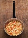 Nieociosany tradycyjny włoski aglio olio spaghetti makaron Obrazy Royalty Free