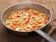 Nieociosany tradycyjny włoski aglio olio spaghetti makaron Zdjęcie Stock