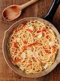 Nieociosany tradycyjny włoski aglio olio spaghetti makaron Obraz Royalty Free
