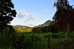 Nieociosany widok górski w późnego popołudnia słońcu w Kauai Hawaje Obrazy Stock