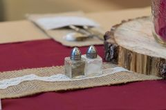 Nieociosanych Ślubnych dekoracji Stołowy Centre obraz royalty free