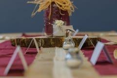 Nieociosanych Ślubnych dekoracji Stołowy Centre fotografia stock