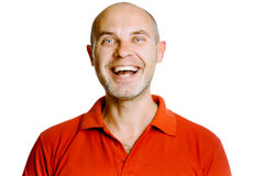 Nieogolony roześmiany w średnim wieku mężczyzna w czerwonej koszulce studio Isol Zdjęcie Stock