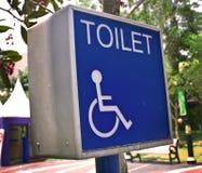 niepełnosprawna szyldowa toaleta Zdjęcia Royalty Free