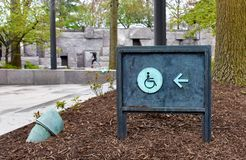 Niepełnosprawni toaleta znaki obraz stock