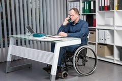 Niepełnosprawny biznes w wózku inwalidzkim zdjęcie stock