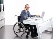 Niepełnosprawny Biznesowy mężczyzna w wózku inwalidzkim Obraz Royalty Free