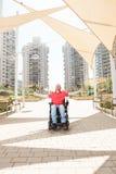 Niepełnosprawny mężczyzna w mieście Zdjęcie Stock