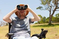 Niepełnosprawny mężczyzna z obuocznym Wolność Obrazy Royalty Free