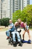Niepełnosprawny ojciec bawić się z dziećmi Zdjęcia Royalty Free