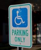 niepełnosprawni parkingu znak Zdjęcie Royalty Free