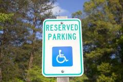Niepełnosprawny Zarezewowany parking znak Obraz Royalty Free