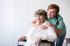 Niepełnosprawny pacjent i lekarka Obrazy Royalty Free