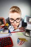 Niepoczytalna biurowa kobieta przy pracą Obrazy Royalty Free