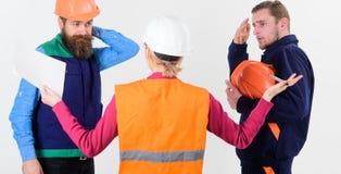 Nieporozumienia pojęcie Budowniczowie i inżyniera argumentowanie, nieporozumienie Obrazy Royalty Free