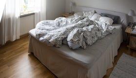 Nieporządna sypialnia obraz royalty free