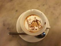 Nieprawdopodobna dekoracja filiżanka caffee Fotografia Royalty Free