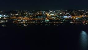 Nieprawdopodobna 4k trutnia powietrzna panorama duży nowożytny Filadelfia metropolii pejzaż miejski w jaskrawej nocy światła ilum zbiory