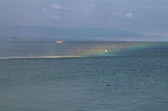 Nieprawdopodobna tęcza na wodzie Fotografia Royalty Free