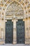 Nieprawdopodobni drzwi przy St Vitus katedrą Praga zdjęcia royalty free