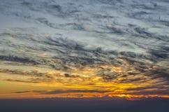 Nieprawdopodobny Turcja zmierzch nad morzem z konturami wyspa Rhodes, w niebie zadziwia chmury Zdjęcie Royalty Free