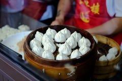 Nieprzerobiony Xiaolongbao Mantou w parostatku Fotografia Royalty Free