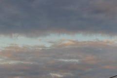 Nieprzezroczysty niebo w wieczór tle Patrzeje w ten sposób smutnego niebo obraz royalty free