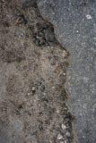 Nierówny asfalt i ziemia od krawędzi zdjęcia royalty free