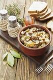 Nier, met aardappels en groenten in het zuur wordt gestoofd die Royalty-vrije Stock Afbeeldingen