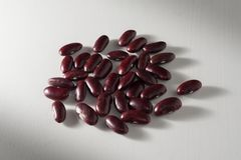 Nierbonen op lijst, voedselachtergrond Stock Foto's