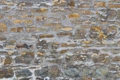Nieregularnego starego piaska kamienna ściana z zmieniać barwi Obraz Stock