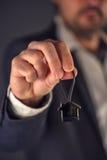 Nieruchomość agenta lub maklera ofiary dom kształtował kluczowego pierścionek Obraz Stock