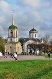 Nieruchomość Kuskovo Dzwonkowy wierza i kościół Zdjęcia Stock