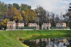 Nieruchomość Kuskovo Stróżówki blisko nawadniają Obraz Royalty Free