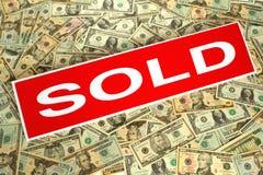 nieruchomości tła dolar prawdziwe pieniądze znak sprzedał Fotografia Royalty Free
