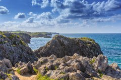Niesamowicie falezy wybrzeża Cantabria Zdjęcia Royalty Free