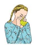 Niesende Schlagnase des schönen blonden Mädchens der Bündel behaarten auf Gewebe wegen der Frühlingsallergie oder der schreienden Stockbild