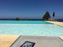 Nieskończoność basen, światło słoneczne wakacje Zdjęcie Stock