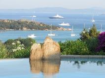 Nieskończoność basen w Costa Smeralda Fotografia Royalty Free