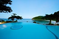 Nieskończoność basenu zmierzchu plaży widok w Boracay Fotografia Royalty Free
