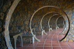 Nieskończony kamienia łuku korytarz Na Outddor chałupie zdjęcia stock