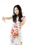 Nieszczęśliwa Azjatycka młoda kobieta daje kciukom zestrzela gest fotografia royalty free